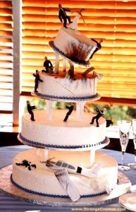 strange-disaster-wedding-cake